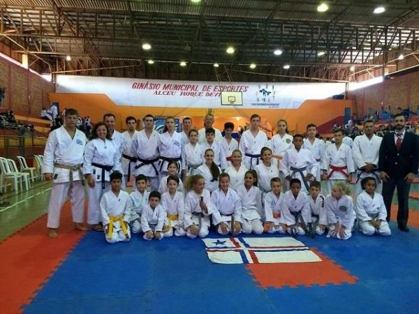 Atletas que disputaram pela Associação Shutobarai.(Fotos: Assessoria)
