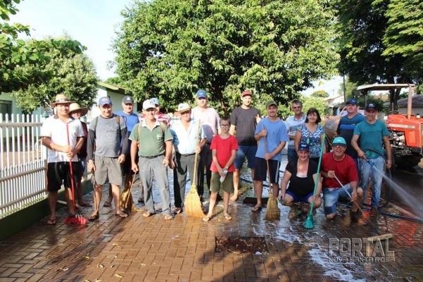 O mutirão de limpeza foi realizado nesta manhã. (Foto: Scheila Kunzler/Portal Nova Santa Rosa)