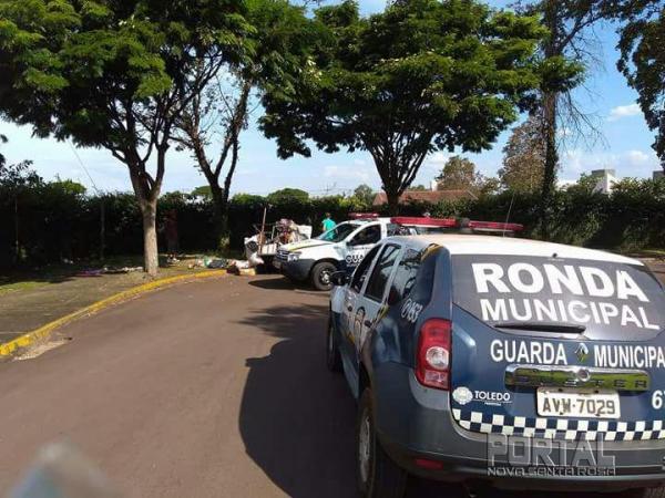 A Guarda Municipal localizou sete objetos de metais para decoração de túmulo.(Foto: Marechal News)