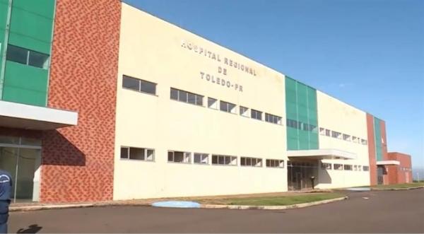 No Hospital Regional de Toledo, que ainda nem foi aberto à população, as macas não passam pelas portas e não há climatização. (Foto: Divulgação)