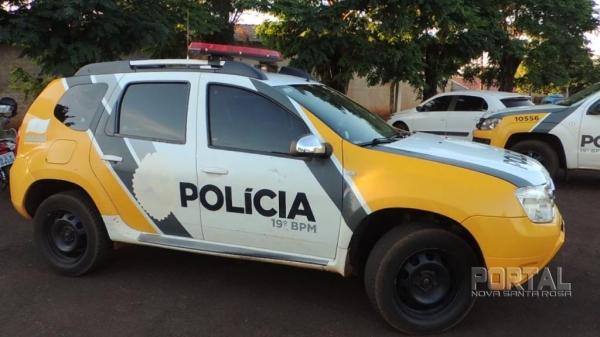 Dois veículos foram levados. (Foto: Léo Silva)