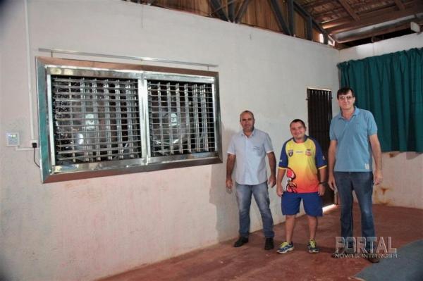 Éder Pavão, Ari Scmidt e o representando da empresa. (Foto: Portal Nova Santa Rosa)