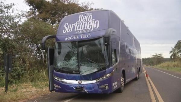 Ônibus de Michel Teló sofre acidente no interior de SP(Imagem: Reprodução/TV Tem)