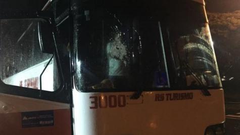 Coletivo assaltado seguia para Foz do Iguaçu. (Foto: TN Online)
