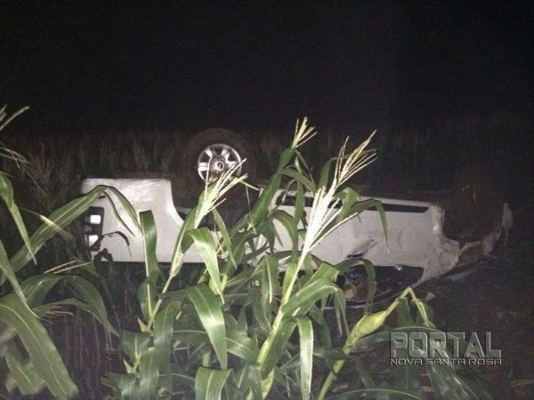 pesar do susto e dos estragos no veículo, a vítima passa bem. (Fotos: Léo Silva)