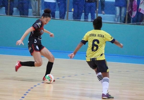 Pela manhã, o Ginásio de Esportes Ney Braga sediou a fase do mata-mata do futsal.(Fotos: Assessoria)