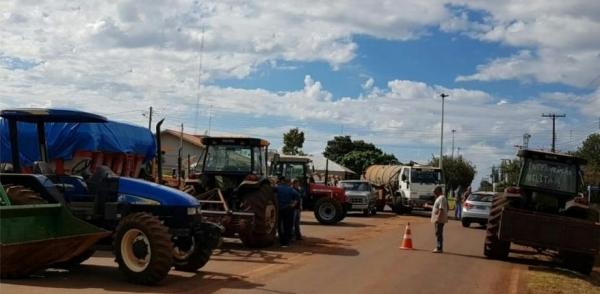 Manifestantes se reuniram na saída de Novo Sarandi para Vila Nova. (Foto: Divulgação)