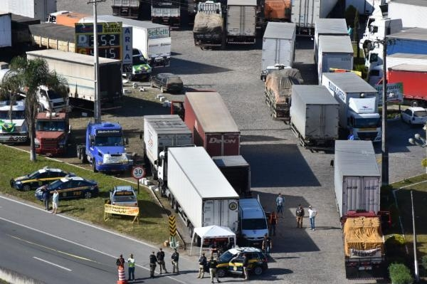 Caminhoneiros seguem com mobilizações nas rodovias federais e estaduais do Estado. (Foto: PRF)