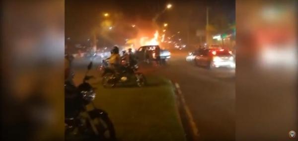 Um vídeo mostra  o carro em chamas. (Imagens: Divulgação)
