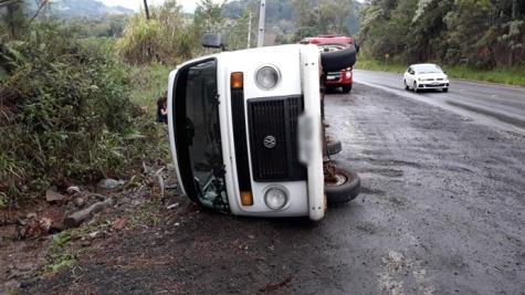 Seis pessoas estavam no veículo. (Foto: PP News)