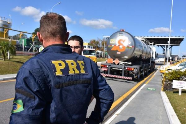 3. 433 condutores multados. (Foto: PRF)