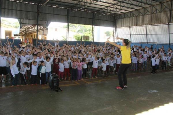foram realizadas diversas atividades de alongamento, caminhadas e danças no decorrer do dia. (Fotos: Assessoria)