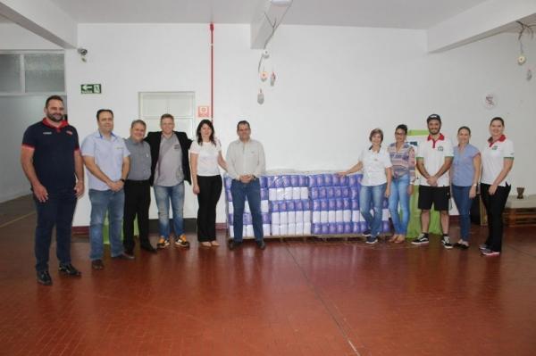 Membros da ARC e representantes das empresas patrocinadoras da ação reunidos no último dia 30. (Fotos: Assessoria)