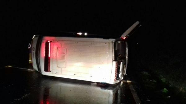 Chovia no momento do acidente. (Foto: Rede Sul Notícias)