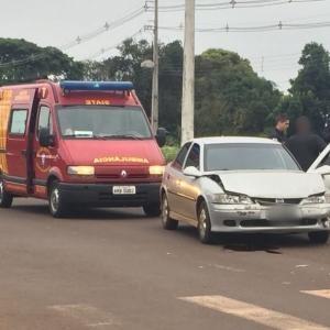 Os dois veículos resultaram com danos (Foto: Fernanda Bourscheidt/AquiAgora.net )