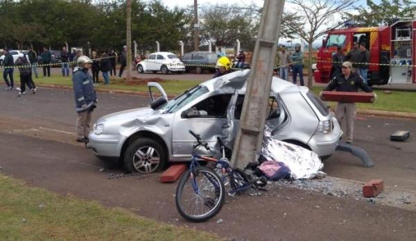 Corpo de Bombeiros e Samu socorreram as vítimas do carro. Foto: Sérgio Rodrigo