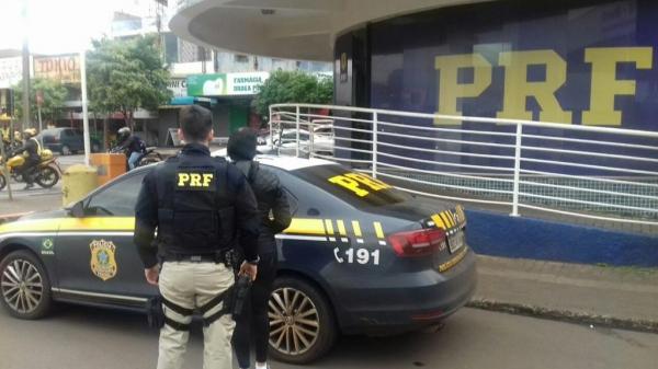 A mulher foi encaminhada para a polícia de Foz.(Foto:PRF)