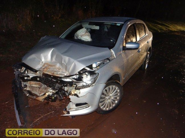 Apesar dos veículos ficarem bastante destruídos, ninguém se feriu..(Fotos: Correio do Lago)