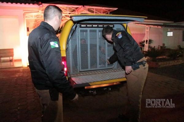 Dois elementos foram detidos. (Fotos: Portal Nova Santa Rosa)