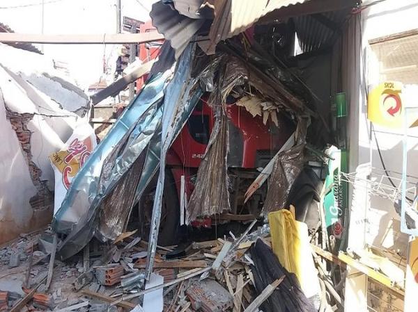 O Samu foi acionado para socorrer o motorista. Ainda não há informações sobre outros feridos. (Fotos: Xeretando)