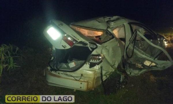 O veículo ficou destruído.(Foto: Correio do Lago)