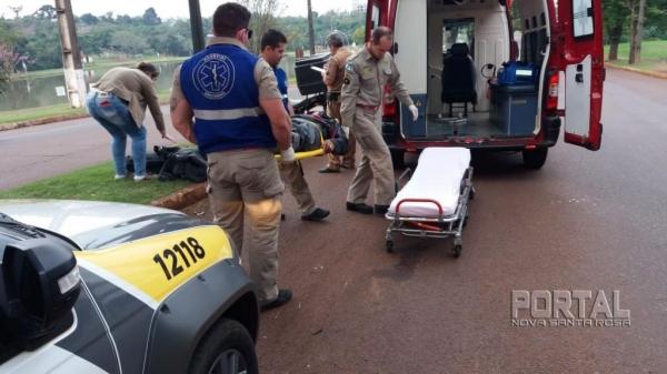 Com o impacto, o motociclista sofreu queda e ferimentos. (Fotos: Marcio Cerny)