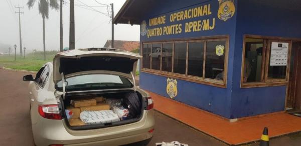 Em revista ao interior do veículo, no porta malas, foram localizados 202 kg de drogas (Fotos:PRF)