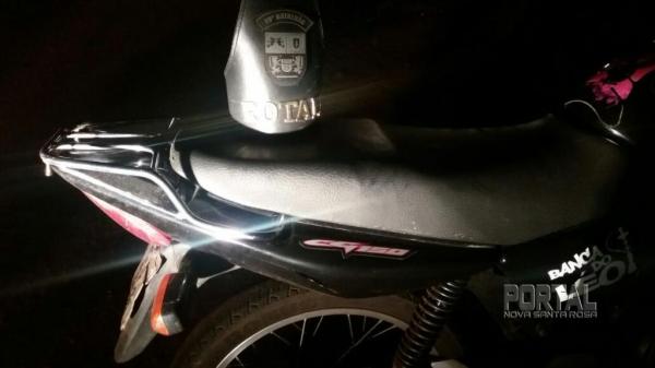 A moto estava abandonada no trevo de acesso a São Pedro.(Fotos: Bogoni)