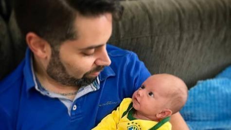 Ele precisa de um procedimento de R$ 80 mil e apenas um médico no Brasil sabe realizá-lo. (Foto: Divulgação)