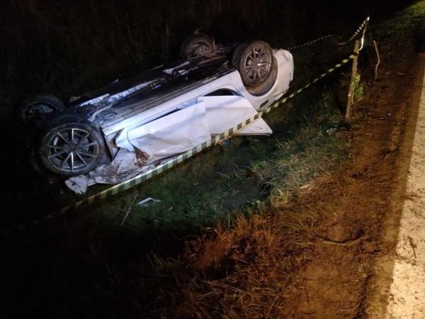 Capotamento mata jovem e deixa dois feridos na BR-153, em Mallet (Foto: Divulgação/PRF)