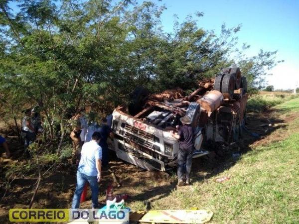 O condutor foi encaminhado para o Hospital Municipal de Diamante d\'Oeste.(Fotos: Correio do Lago)