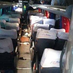 Ônibus tinha levado pacientes para consultas em Curitiba (Foto: João Dutra/RPC)