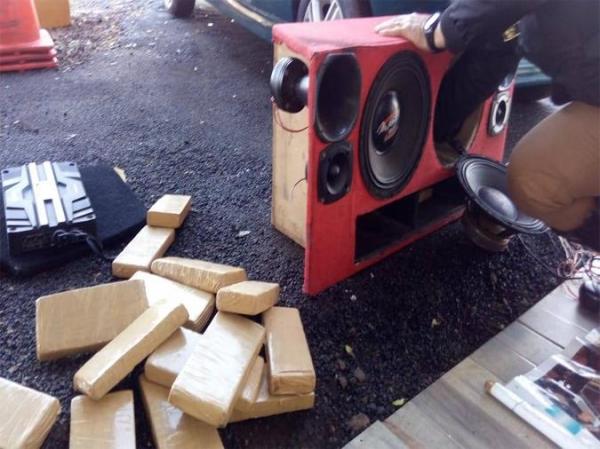 A droga estava dentro de uma caixa de auto-falantes. (Fotos:PRE)