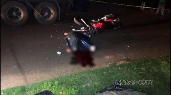 Socorristas do Siate foram acionados para prestar atendimentos, mas quando chegaram ao local o motociclista já estava morto (Foto: CATVE )