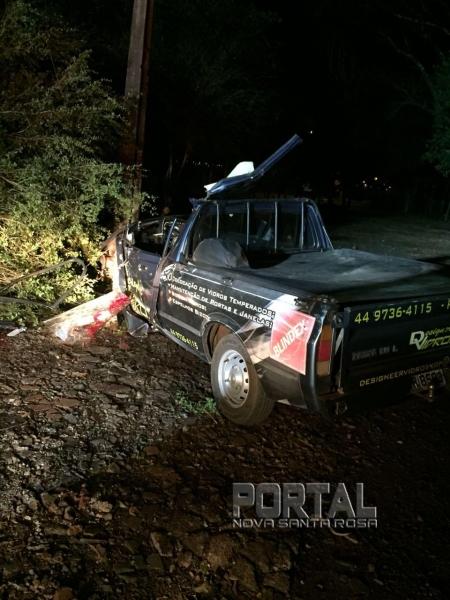 Na colisão o veículo invadiu o pátio do CTG. (Fotos: Portal Palotina)