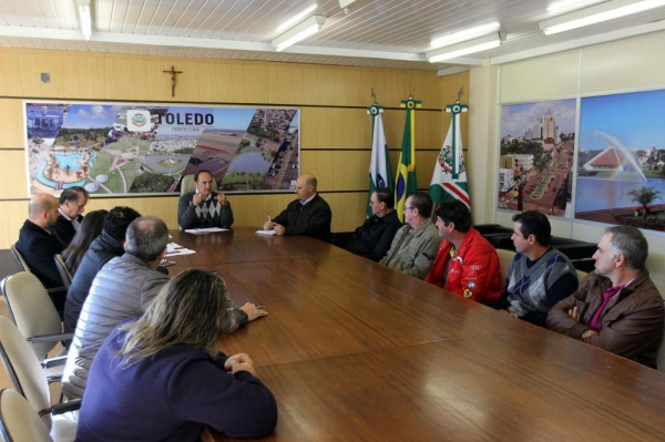 A reunião aconteceu com a presença de secretários municipais. (Foto: Assessoria)