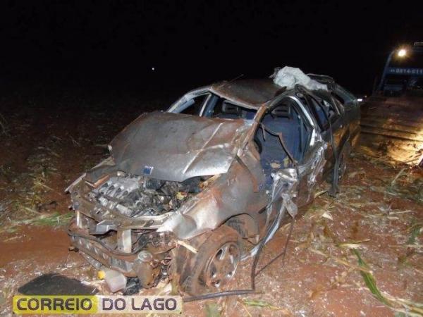 O Veículo ficou totalmente destruído e as peças ficaram espalhadas pelo local. (Foto: Correio do Lago)
