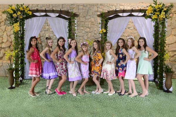 Dez candidatas concorrem ao título de Princesa das Orquídeas 2018, que representará o Município de Maripá na 20ª Festa das Orquídeas e do Peixe e em eventos oficiais até o próximo ano.(Foto: Assessoria)