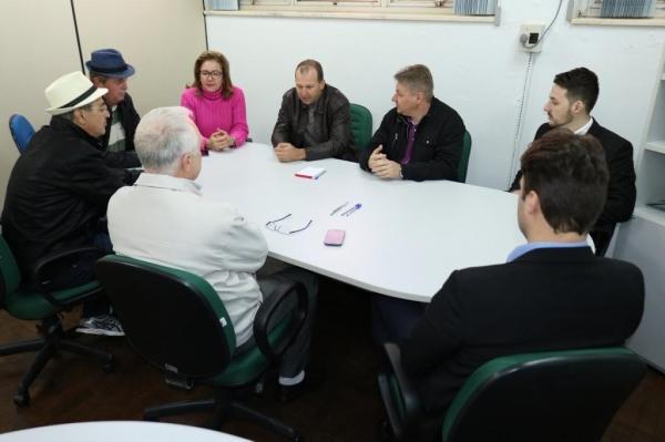 Gerson Araldi foi recebido pelos vereadores. (Foto: Assessoria de Imprensa/Câmara)
