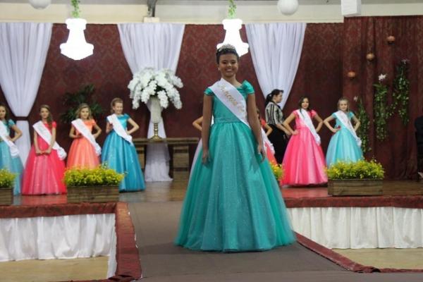 Beatriz Cristina da Cruz foi eleita pelos jurados. (Fotos: Portal Nova Santa Rosa)
