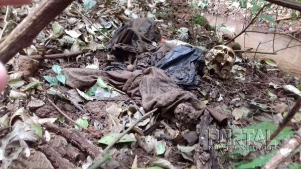 A ossada foi encontrada em uma área com predominância de mata e de difícil acesso. (Foto: Colaborador)