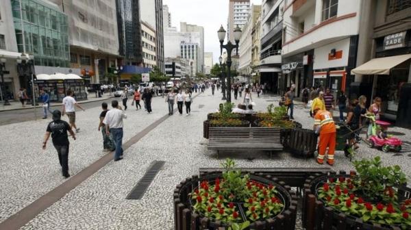 Rua XV, cento de Curitiba. (Foto: Gazeta do Povo)
