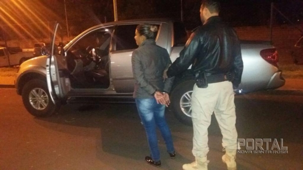 A PRF de Guaíra recuperou uma camionete e prendeu uma mulher. (Foto: PRF)