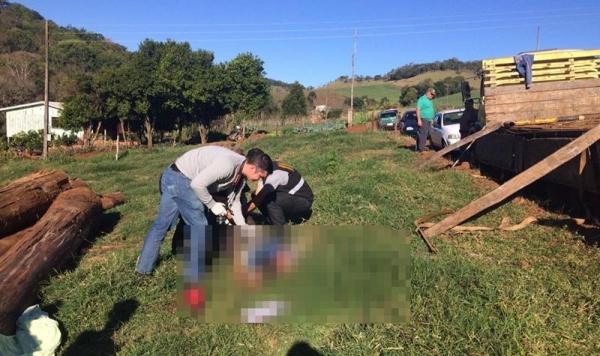 Corpo foi recolhido ao IML de Guarapuava, após perícia. (Foto: Polícia Militar)