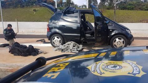O carro com placas de São Paulo saiu de Santa Helena. (Foto: PRF)