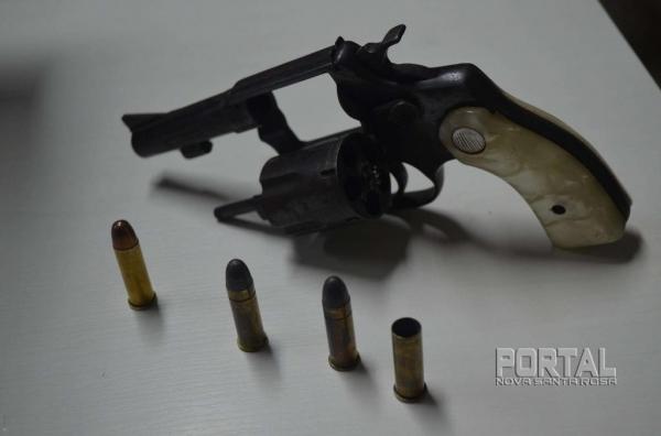 A arma apreendida foi encaminhada para as autoridades. (Foto: Bogoni)