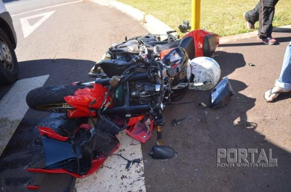 Os dois ocupantes da moto foram socorridos pelo Corpo de Bombeiros . (Fotos: Bogoni)