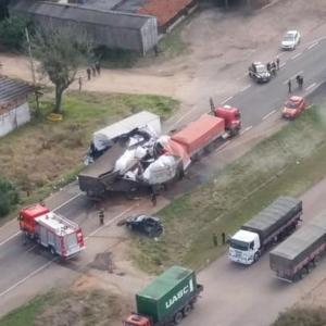 Acidente na BR-116, no RS, causou bloqueio total da pista (Foto: PRF/Divulgação)
