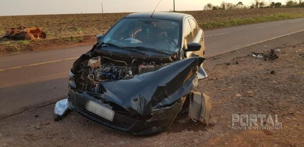 O veículo de Toledo ficou com a frente destruída. (Foto: PRE)