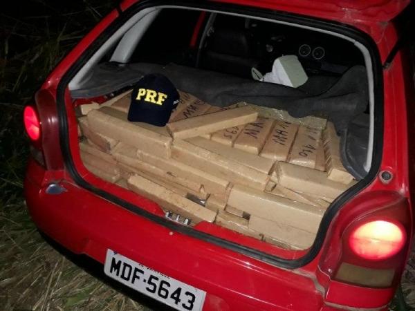 No portal malas estava a droga condicionada em tabletes. (Fotos: PRF)